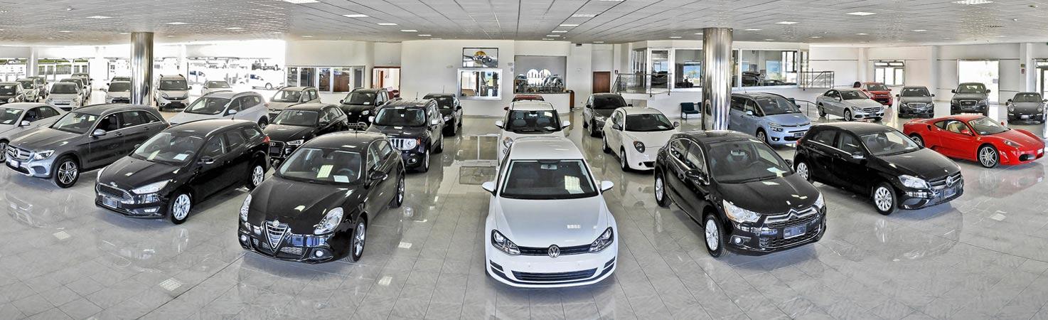 il salone della concessionaria di auto autorizzuti