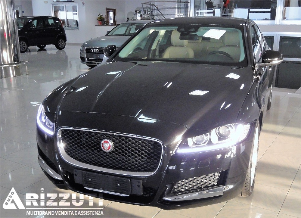 jaguar xf 2 0 d prestige business auto 180 cv euro 6b autorizzuti. Black Bedroom Furniture Sets. Home Design Ideas